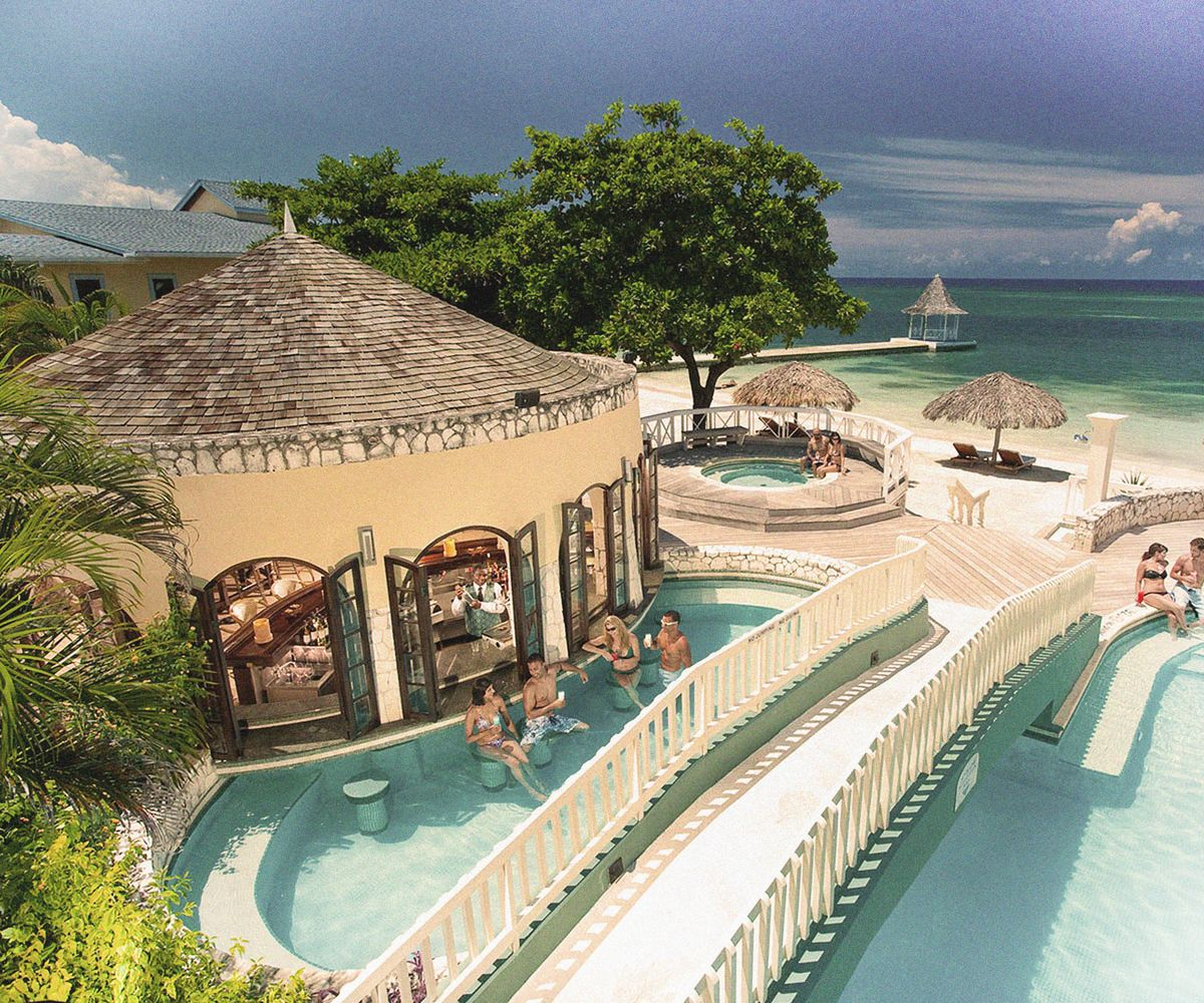 Love It or Hate It, the Swim-Up Bar Isn't Going Anywhere