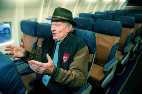 Discount Airline Pioneer Herb Kelleher Dies; Founded Southwest