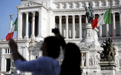 Italy's One-Year Borrowing Costs Fall to Record Low at Auction