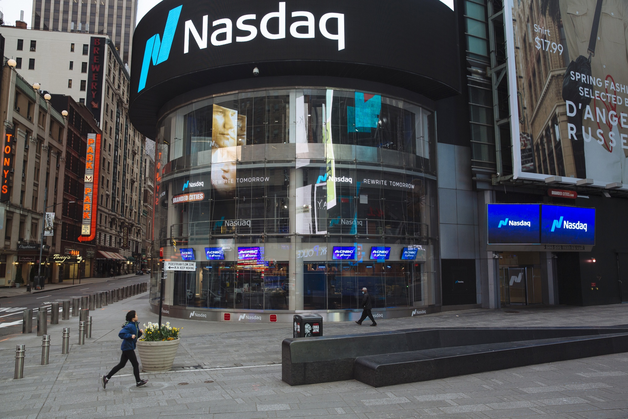 Nasdaq 100 Is One Big Rally From Putting the Selloff Behind It ...