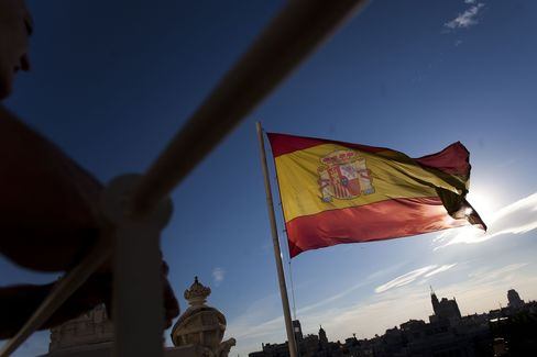 Spain Sells 3.5 Billion Euros of Debt, Meeting Maximum Target