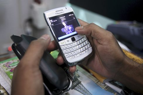 BlackBerry Crushes IPhone In India As Apple Cedes Users