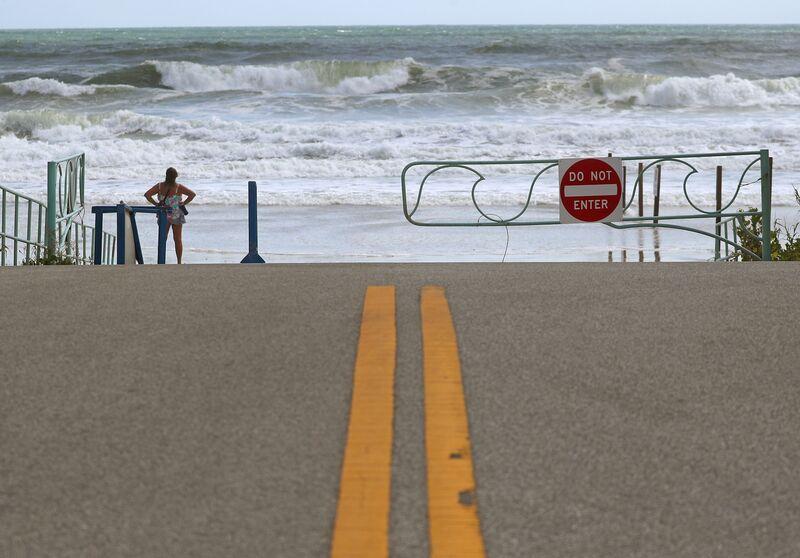 Dorian Winds Weaken but Storm Remains `Extremely Dangerous'