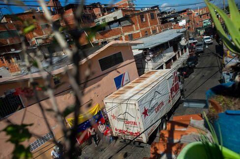 A food truck arrives in Catia.