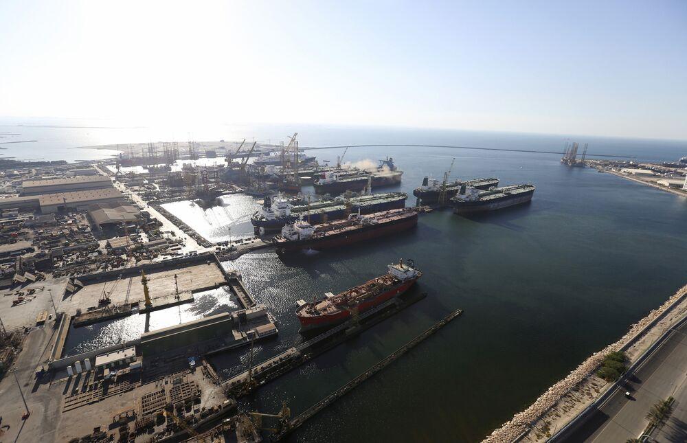 Dubai Free Zone to Refund $354 Million in Fees to Spur Economy