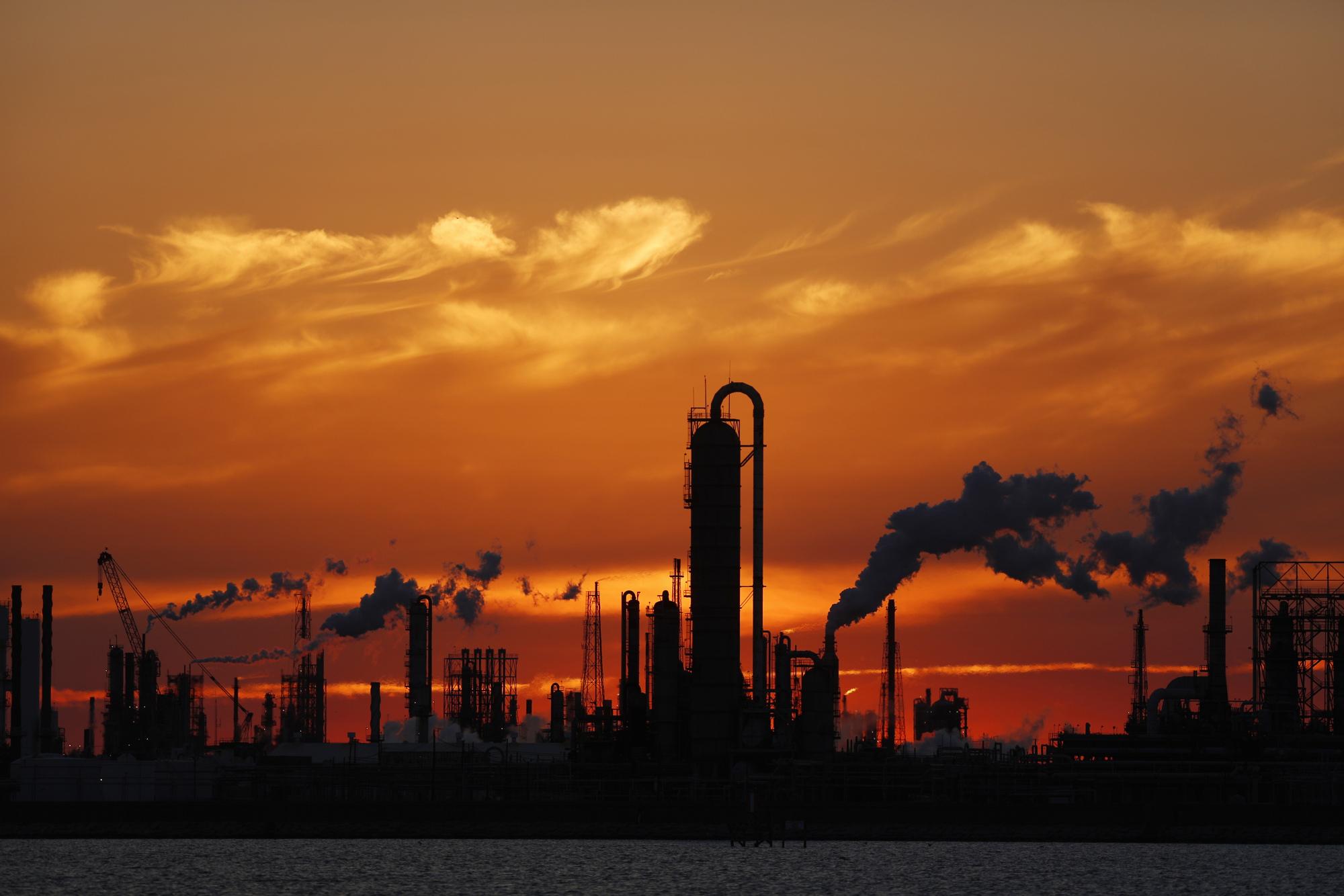 bloomberg.com - Bob Van Voris - New York's Global Warming Suit Against Oil Companies Tossed