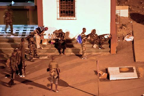Ivory Coast Rebels Seize State TV, Attack Gbagbo Palace