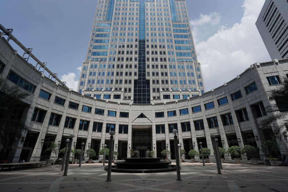 Indonesia Surprises by Holding Key Rate Amid Volatile Market