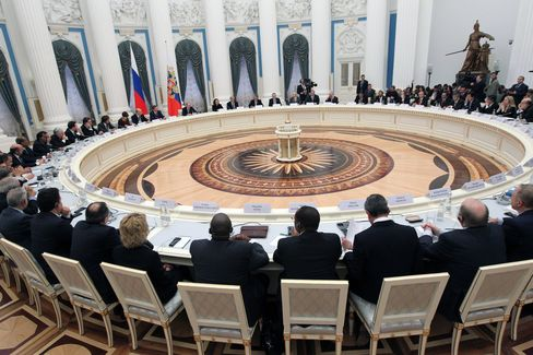 G-20 Draft Affirms Commitment to Avoid Competitive Devaluations