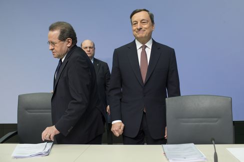 Draghi and Constancio in Frankfurt on April 21.
