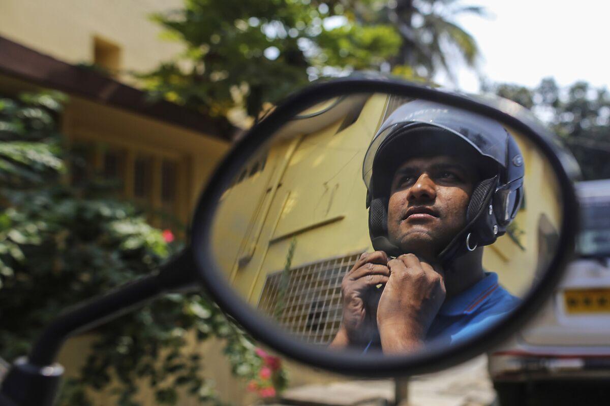 37382705f Meet the Flipkart Delivery Men in India s E-Commerce Battle - Bloomberg