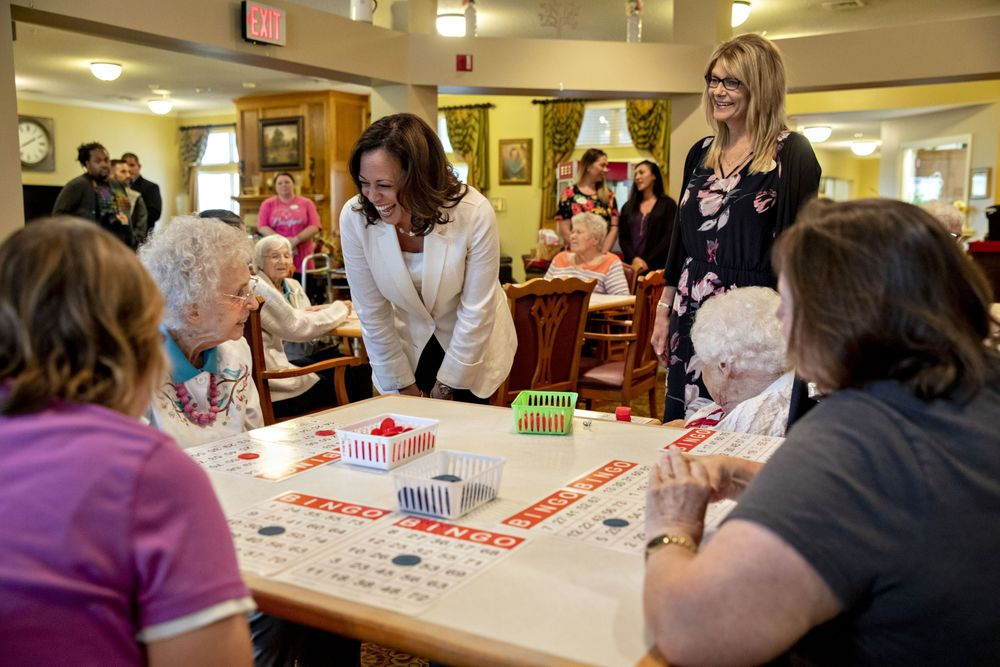 Tremendous Kamala Harris Seeks To Revive 2020 Polls On Iowa Bus Tour Home Interior And Landscaping Ponolsignezvosmurscom