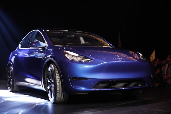 Tesla, Taycan Snub by Consumer Reports Shows Challenge for EVs