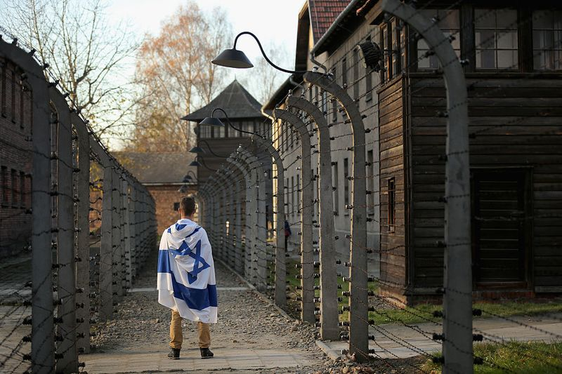poland s holocaust law is anti semitic angers israelis bloomberg
