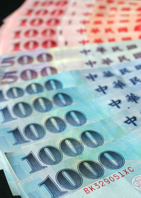 Taiwan Dollar Rises to 13-Year High as Growth Attracts Funds