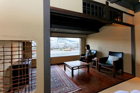 Japan's Forsaken Homes Restored to Traditional Styles Yield 80%
