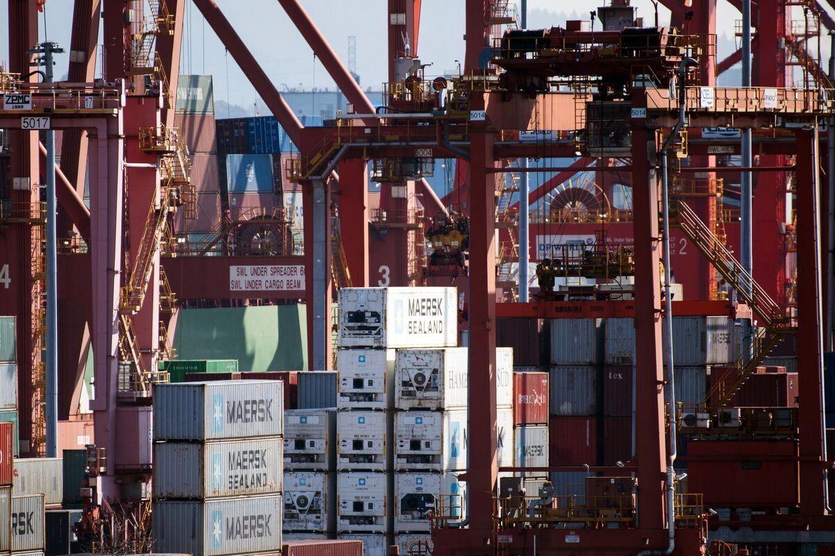 Canadian Trade Plummets Amid Global Shutdowns