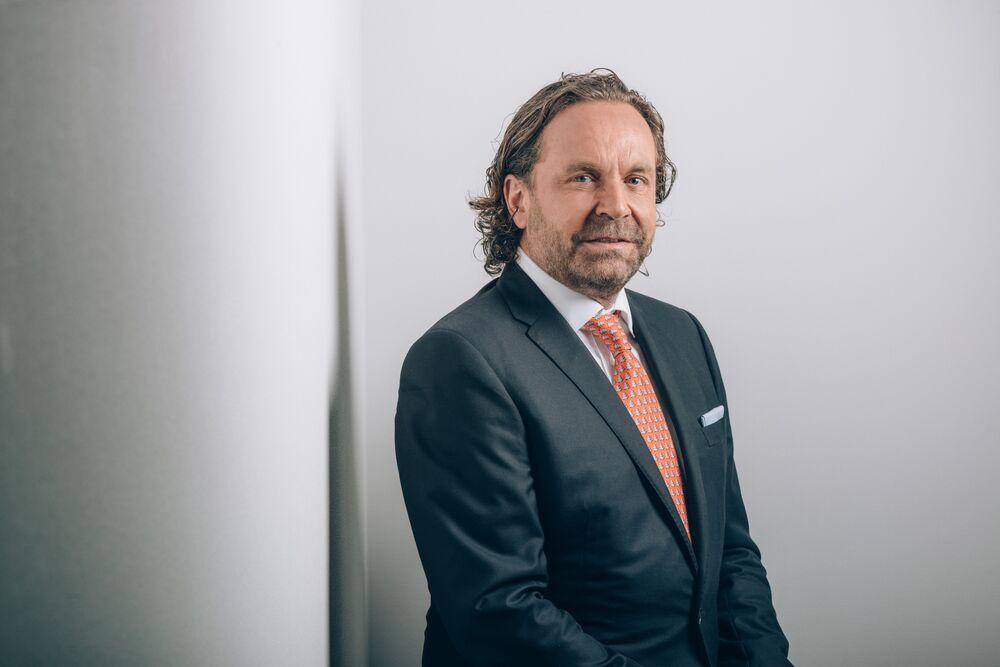 Maverick Swiss Billionaire Flohr Disrupts Private-Jet World
