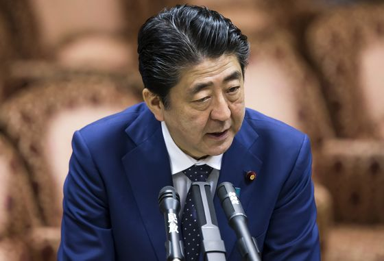 Japan's Abe Hits Back at Trump's Plan to Slap Tariffs on Ally