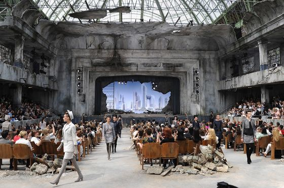 As Catwalks Move Online, Luxury Brands Try to Keep a Human Touch