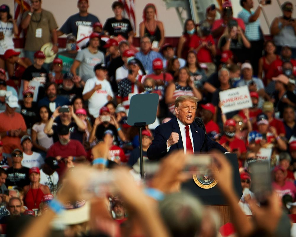 Trump Boasts at Florida Campaign Rally of Feeling 'So Powerful' - Bloomberg