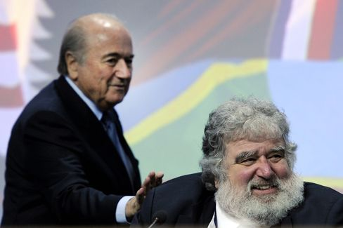 Sepp Blatter (L) taps shoulders of Chuck Blazer, on June 1, 2011 at the start of the 61st FIFA congress in Oerlikon near Zurich.