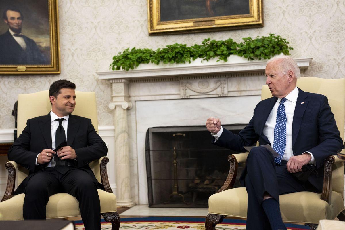 バイデン大統領、ウクライナへの関与継続を約束-対面で初の首脳会談