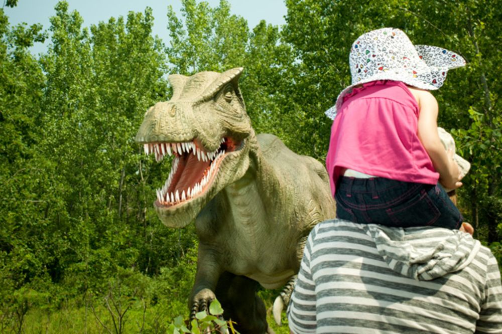 The Lucrative Business of Fake, Life-Size Dinosaurs - Bloomberg