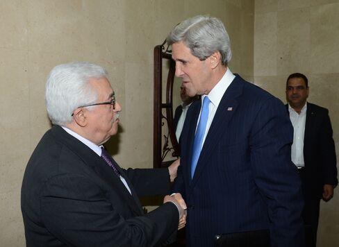 Kerry Urges Turkey to Mend Israel Ties, Help Mideast Talks