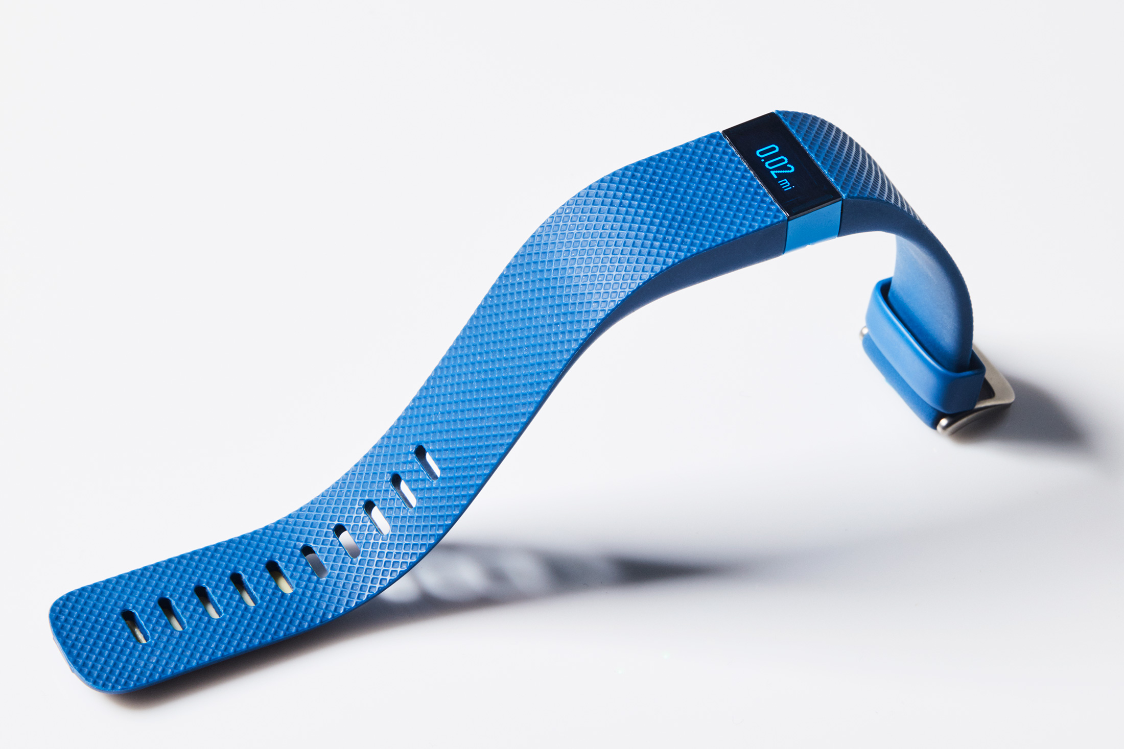 bloomberg.com - Katherine Chiglinsky - Life Insurance Companies Are Luring Fitbit and Apple Watch Users With Deals
