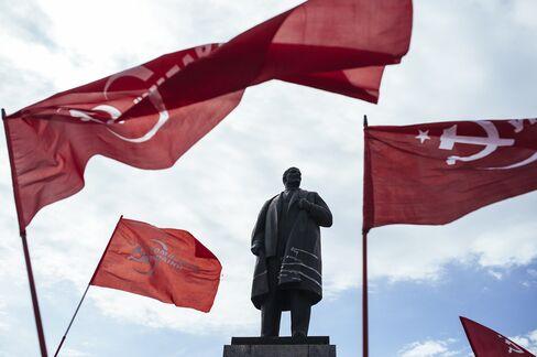 Lenin Statue In Lugansk