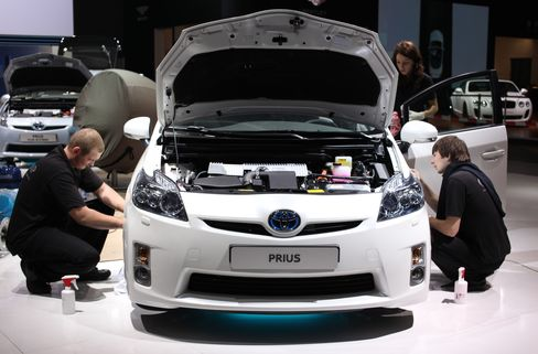 Obama Fuel-Efficiency Goals Put Automakers Ahead of Pace