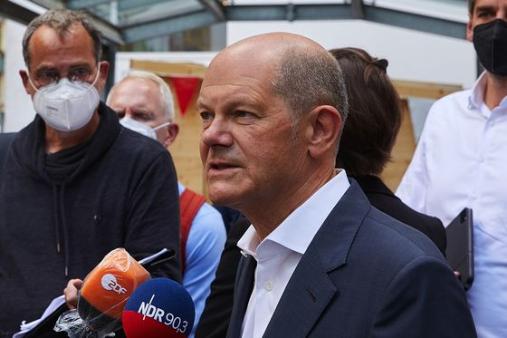Germany's Scholz Sees Improving Chances of Beating Merkel's Bloc