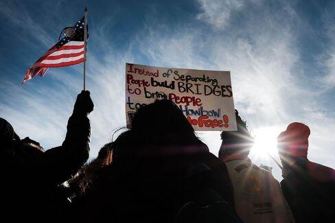 1487722576_trump immigration protest