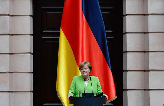 Merkel to Attend Crisis Summit on Migration as Time Runs Short