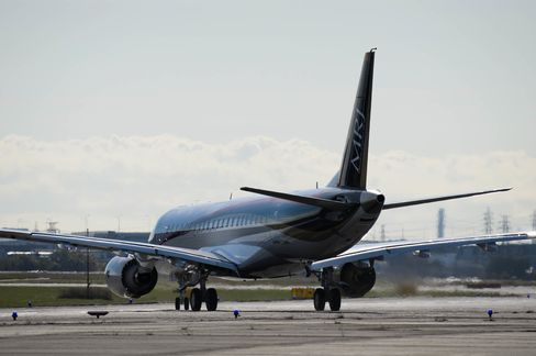 Japan's Mitsubishi Regional Jet (MRJ) Takes To The Skies For First Flight