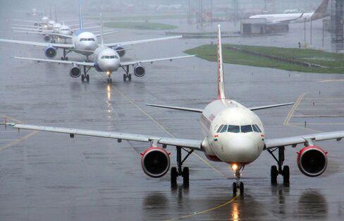 1468569138_india airport traffic lede