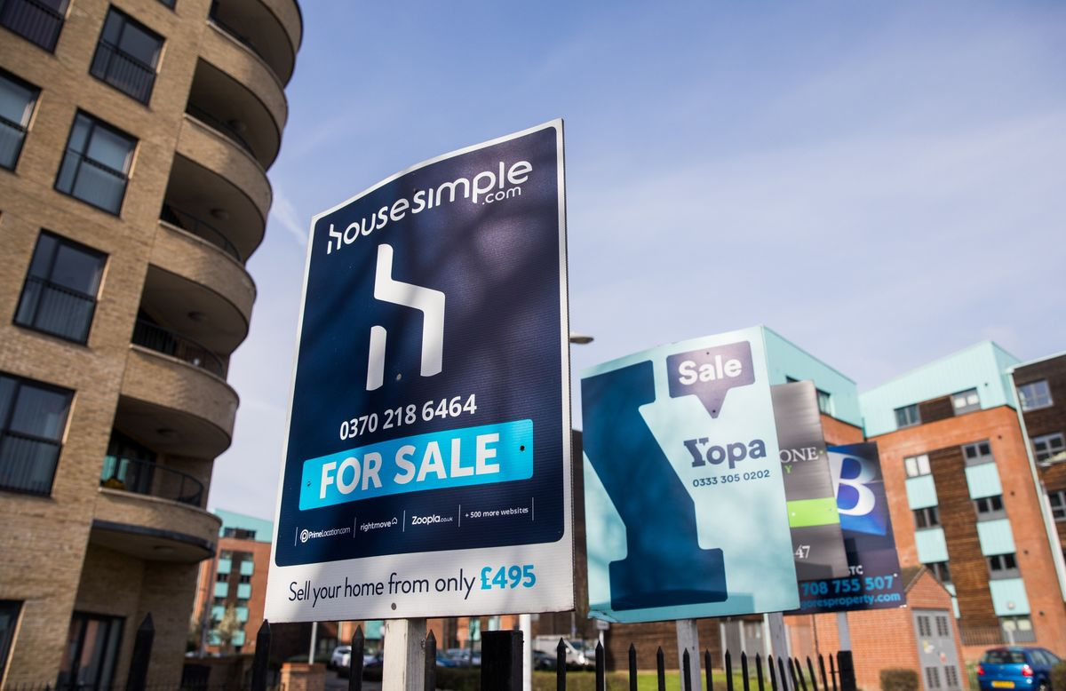 U.K. House Prices Stuck in a Brexit Rut With Growth Near Zero