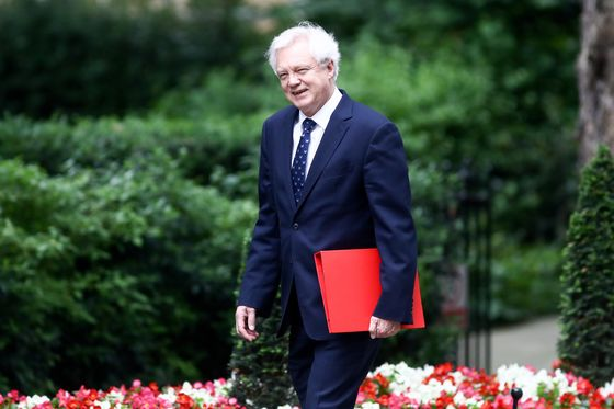 U.K.'s May Heads Into Cabinet War Over Her Brexit Plan