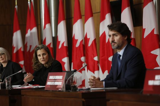Trudeau Considers Adding New Social Programs to Fiscal Plan