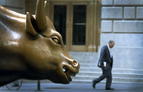 Small Hedge Funds Draw Investments