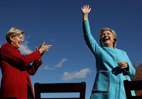 ウォーレン議員(左)とクリントン氏