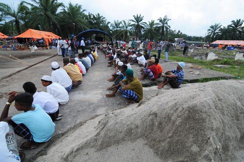 Migrants Activities at Temporary Shelter in Aceh
