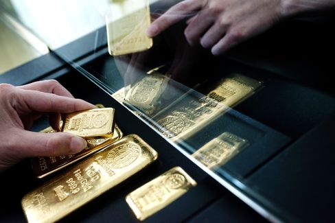 Gold Rises Most in Nine Weeks as Demand Rebounds After Slump