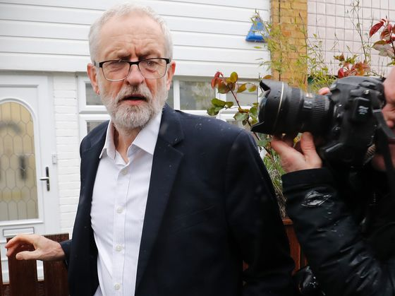 May and Corbyn Battle With Parties on New Brexit Referendum