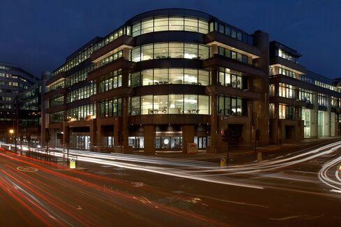 10 Queen Street Place, London, United Kingdom, Architect John Robertson Architects, 2006, 10 Queen Street Place Exterior Twilight.