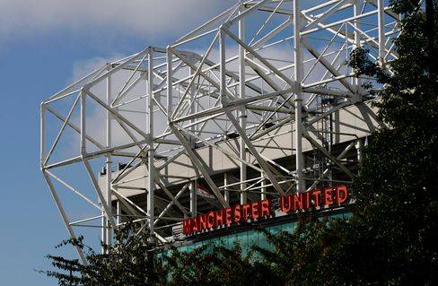 Manchester United Said to Seek $300 Million in August U.S. IPO