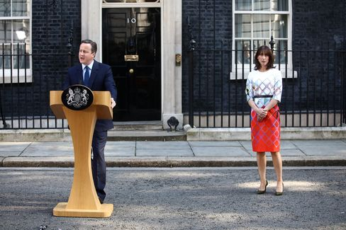 David Cameron makes his resignation speech with his wife Samantha Cameron on June 24.