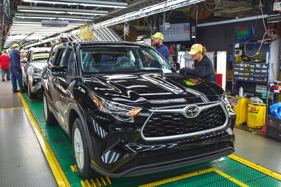 Toyota Showers Billions on U.S. Plants After Slow Shift to SUVs