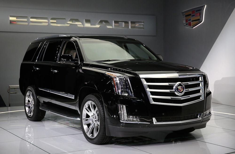 Gm Rolls Out 10 000 Discount On Escalade To Fend Off Navigator